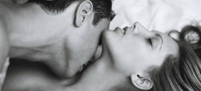 10 tipos de besos que nos encantan a las mujeres 00x 700x318 - UTILIZA LA BOCA PARA UN EXCITANTE SEXO