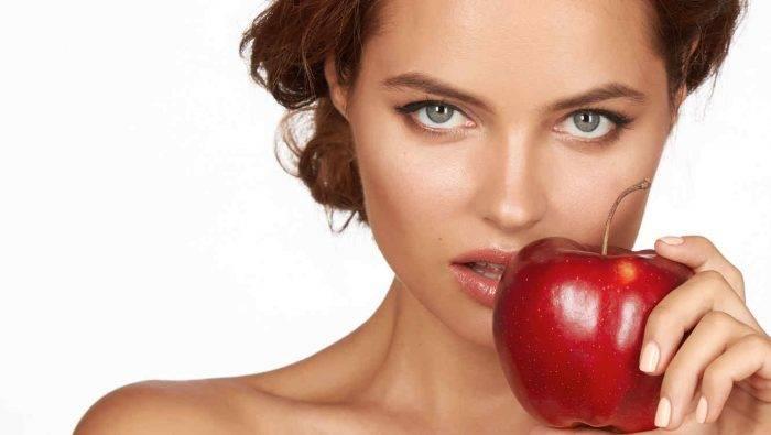 mujer con manzana 700x395 - EL MÉTODO KARESSA : CONSEJOS PRÁCTICOS