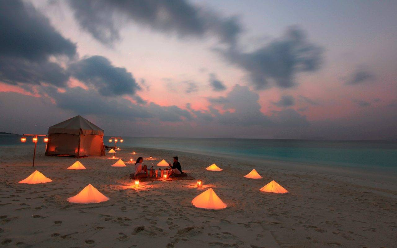cena romantica en la playa 10440 1280x800 - DISFRUTA EL AMOR A MEDIA LUZ