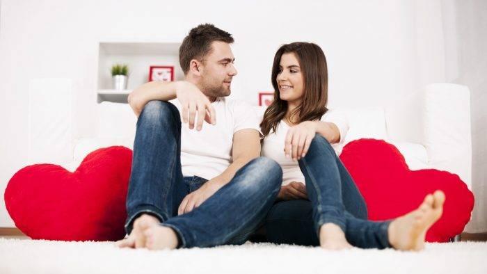pareja sentada mirandose 1600x900 700x394 - !La Comunicación! el éxito de la Relación