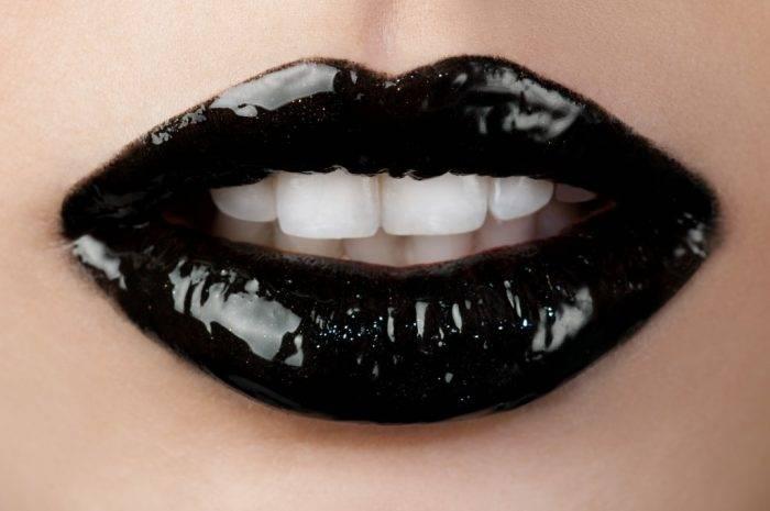besonegro 700x465 - El Misterioso Placer del Beso Negro