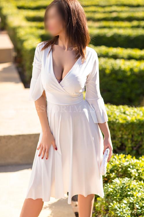 Carla, seductora dama de compañia